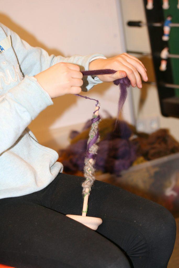 Fadenherstellung mit der Handspindel.